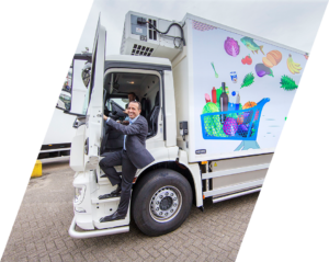 Simon Loos rijdt eerste elektrische trucks voor AH