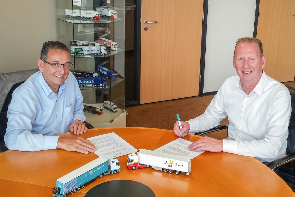 Ondertekening contractverlenging Scheuten Glas-Simon Loos